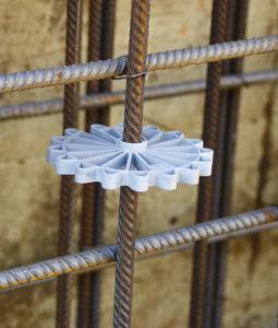 Abstandhalter für Baustahl, wird zum Betonieren einer Wand verwendet